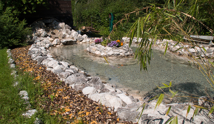 The Kneipp water treading basin in the garden of the Gasthof Pension Hirlatz