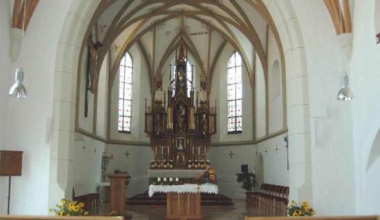 Pfarrkirche Seewalchen Altarraum.jpg (© Bgm. Mag. Reiter)