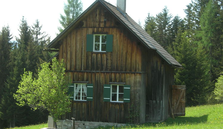 Typical, rustic alpine hut for your adventure holiday - without water and electricity.