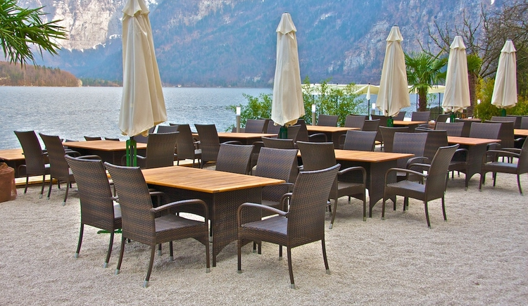 The terrace of the Seehotel Grüner Baum invites you to sit comfortably.