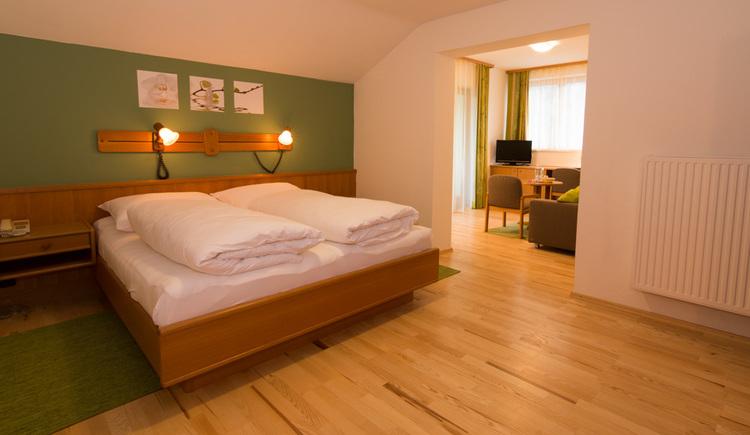 Gasthof Hirlatz, Juniorsuite, Schlafbereich. (© Gasthof Hirlatz)