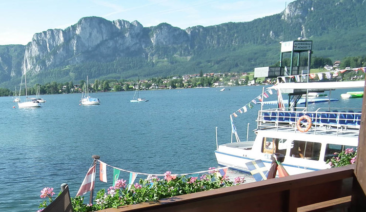 View from the balcony of the lake, big boat, a jump tower from the Alpenseebad, in the background the mountains