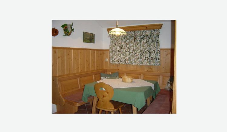 Essbereich mit Eckbank, Tisch und Stuhl