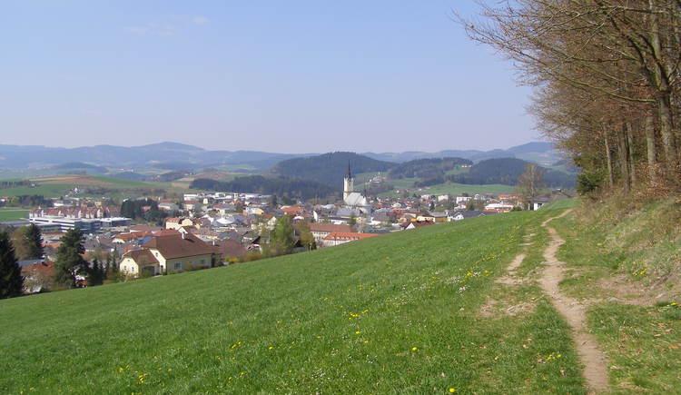 Traumhafte Ausblicke am Kirsteig in die zauberhafte Gegend rund um Rohrbach-Berg.