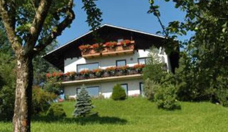 Hausansicht mit Obstgarten (© Ferienwohnung Familie Schögl - Bauernhof Kreit)