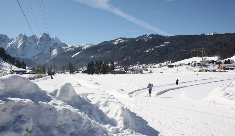 Cross country skiing in the picturesque Gosau with exciting views
