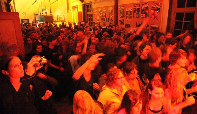 Lokschuppm inside_01 (© Kulturinitiative der Gemeinde Klaus)
