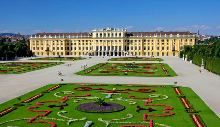 Schloss Schönbrunn mit Schlossgarten in Wien (© Schloss Schönbrunn Kultur- und Betriebs GmbH/Julius Silver)