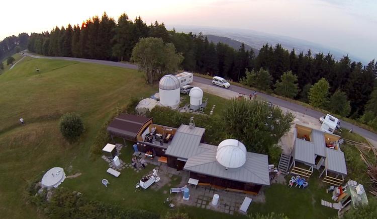 Luftaufnahme der Sternwarte am Gahberg in Weyregg am Attersee