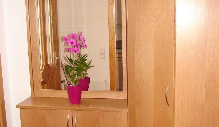 Vorzimmer mit Garderobe (© Bauernhof Obere Wolfsgrub)