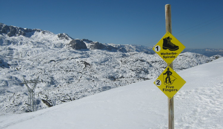 Winter walk and snowshoe trail Welterbespirale\nmarked with posts and yellow signs
