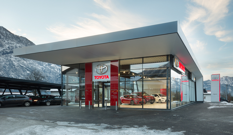 Front view of the new car hall of the car dealership Aigner in Edt in Bad Goisern