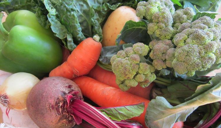 Hier sehen Sie diverse Gemüsesorten wie Karotten, Kartoffel, Zwiebel, Paprika,... (© Ferienregion Dachstein Salzkammergut / Hillbrand Ulrike)