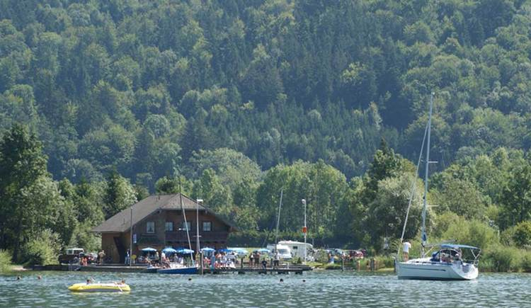 look from the lake to the Seestüberl Rindberger. (© www.mondsee.at)