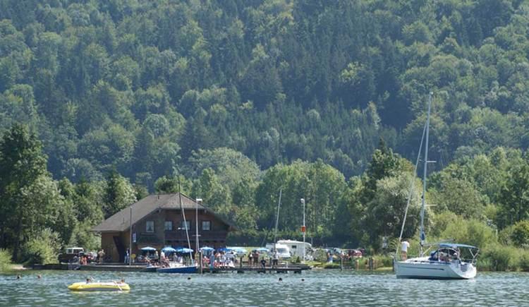 Blick vom See zum Seestüberl Rindberger. (© www.mondsee.at)