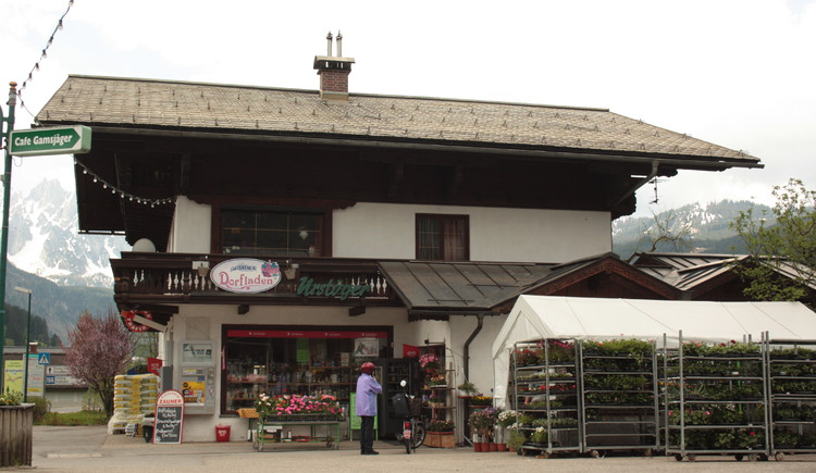 The village shop is also among others: lottery shop, tobacconist, flower shop u.v.m.