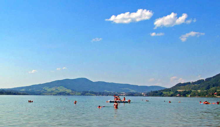 Mondsee, mountains in the background