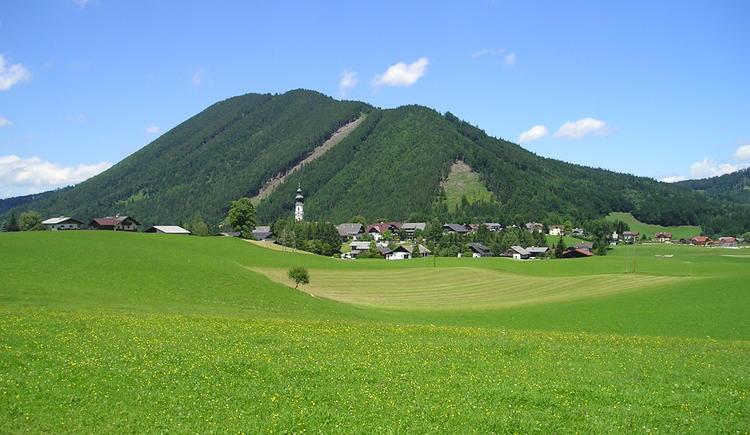 Dorfrundweg mit Blick ins Ortszentrum (© Tourismusverband Faistenau)
