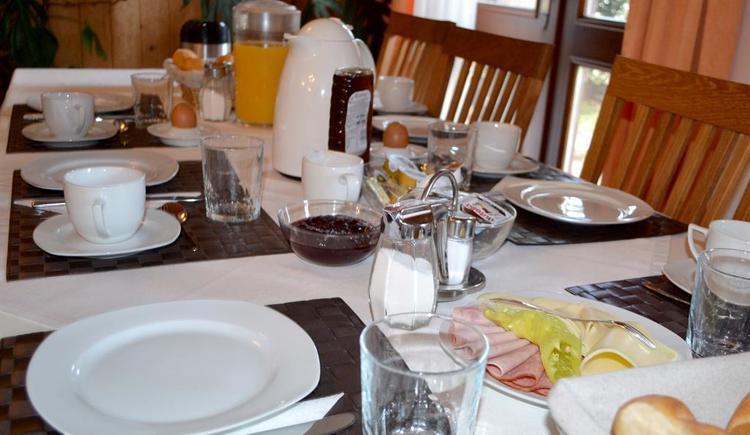 Frühstückstisch bereit