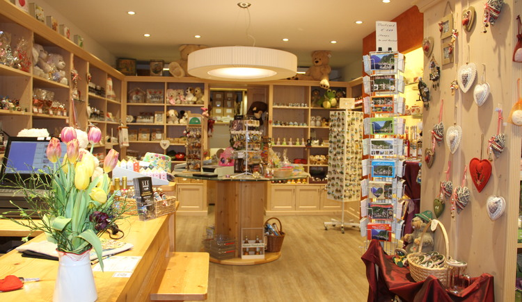 The inside view of the Hallstatt Shop at the Badergraben. (© Christine Peinsteiner)
