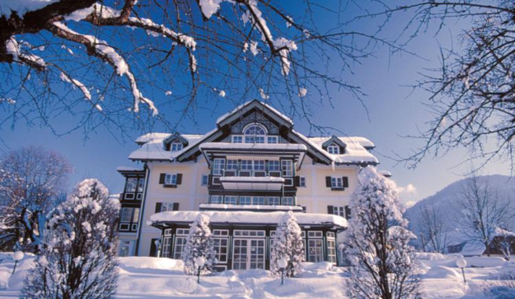 Winteransicht vom Hotel Villa Brandauer in Strobl am Wolfgangsee. (© Villa Brandauer)