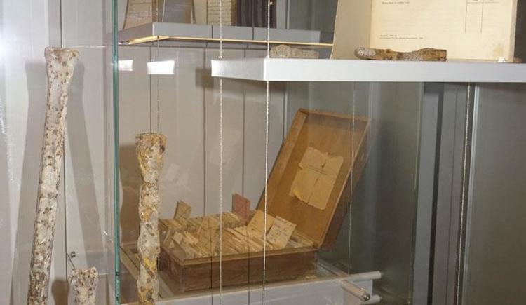 Vitrine (© Zeitgeschichtemuseum Ebensee)