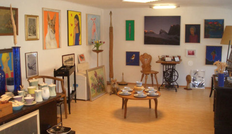 Art, crafts and old goods