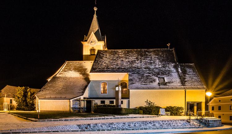 Seit 1714 eine selbständige Pfarre. Die spätgotische, barockisierte Kirche wurde erstmals im Jahre 1121 erwähnt. Ein besonderes Schmuckstück stellt die Orgel des Orgelbauers Josef Breinbauer dar. (© Tourismus Haibach)