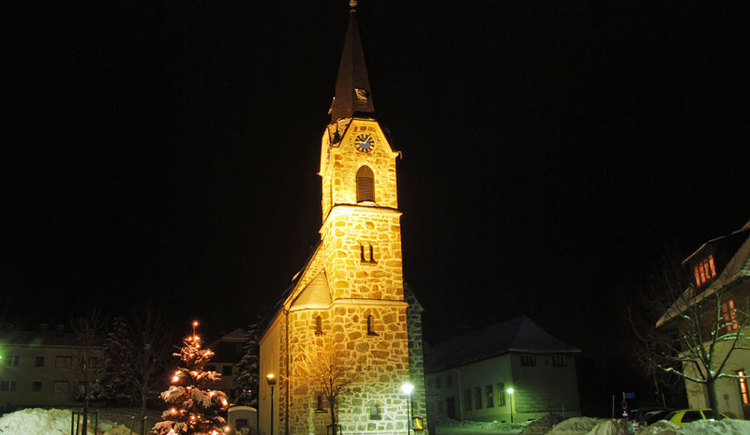 Kirche im Winter und bei Nacht von St. Konrad. (© Foto by Rudolf Weinzierler)
