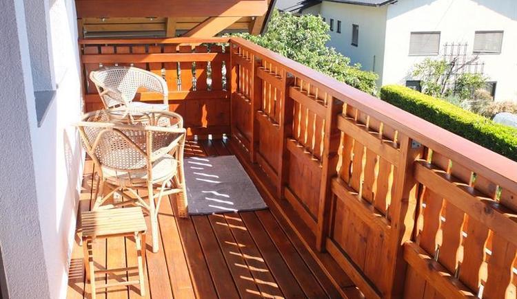 Balkon mit Morgensonne (© Ferienhaus in der Schlipfing)
