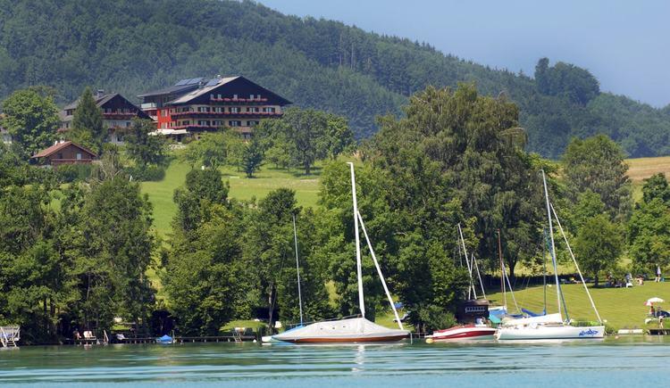 Blick aufs Hotel vom See (© Hotel Haberl)