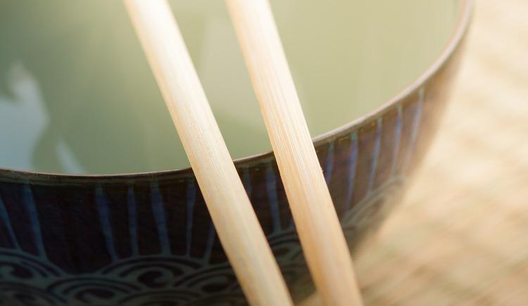 bowl and chopstick. (© pixabay)