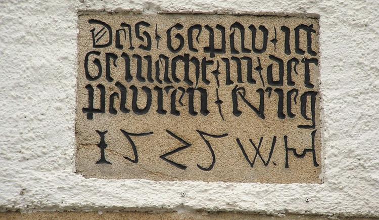 Inschrift an der Kirche in Schenkenfelden