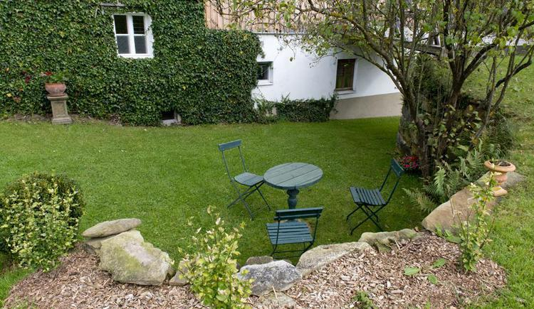 Garten mit Sitzplatz (© Privat)