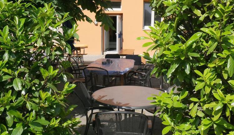 Gastgarten am Gemeindeplatz (© Wels Marketing & Touristik)