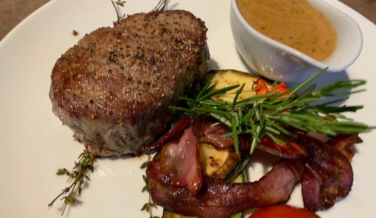 Steak mit Pfeffesauce. (© Hotel Krone)