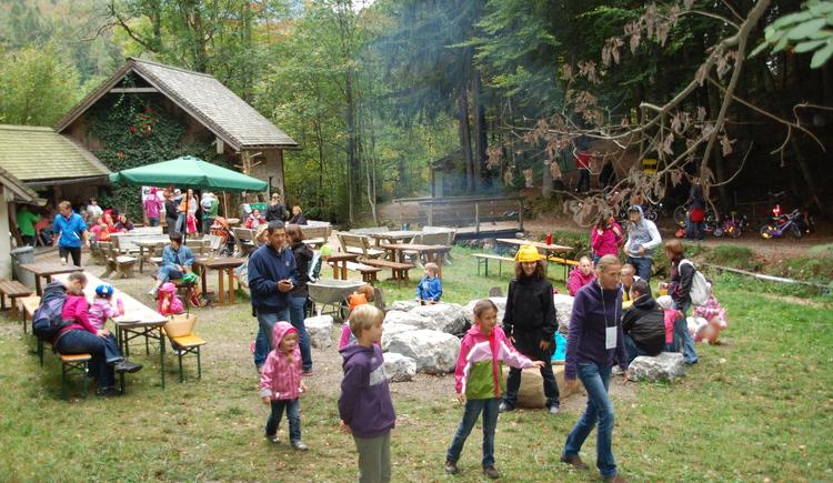 Familienwanderung in die Mühle (© EKI Fuschl am See)