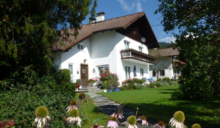 The apartment is located in a quiet, sunny location just outside Bad Goisern in the village of Stambach