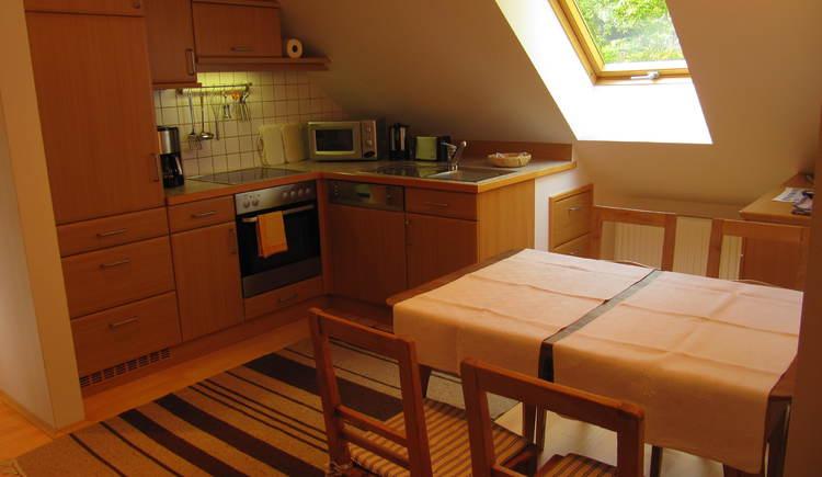 Essplatz mit Küche (© Hedi Huhle)