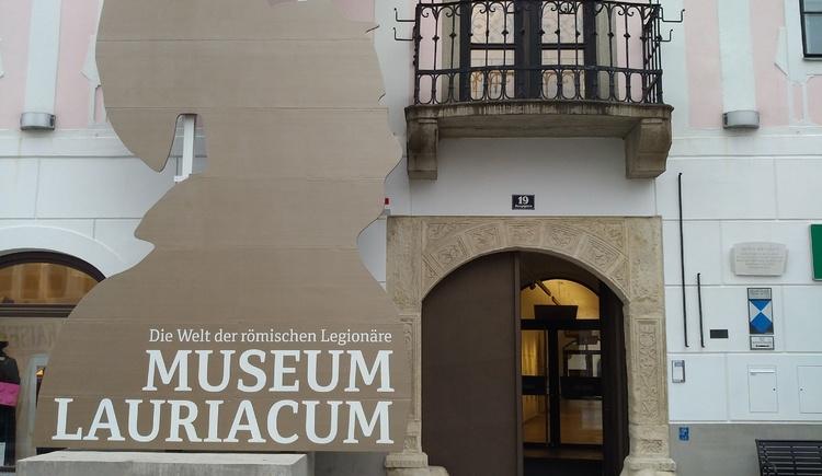 Museum Foto Silhouette neu (© Museum Lauriacum)