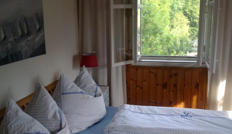 Ferienhaus Rosalinde - Schlafzimmer - Die Betten sind bezogen