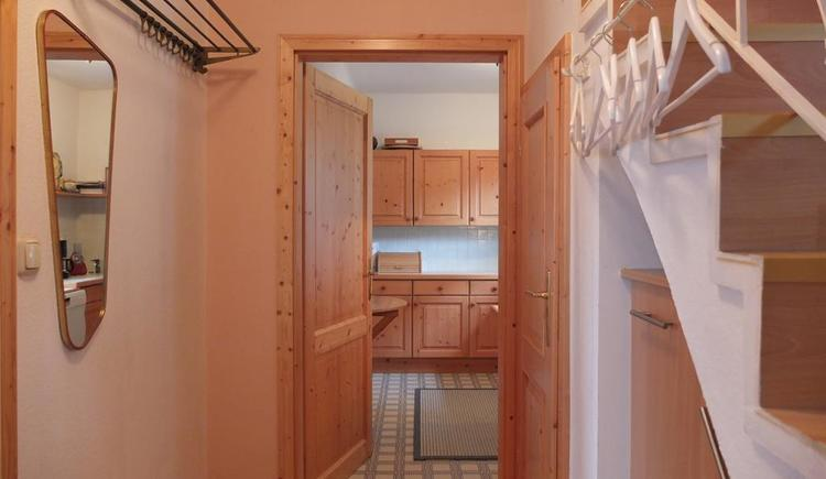Blick vom Vorhaus in die Küche (© Ferienhaus in der Schlipfing)