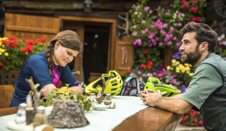 Die Qual der Wahl bei der Speisenauswahl auf der Rossalm in Gosau. (© © WOM Medien Andreas Meyer)