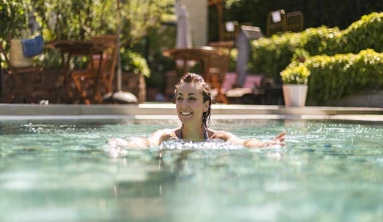 Pool Hotel Aichinger in Nussdorf am Attersee. (© Familie Aichinger)