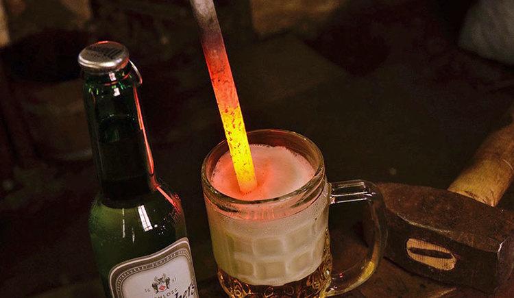 gestacheltes Bier beim Hufschmied des Pferdezentrums Stadl-Paura