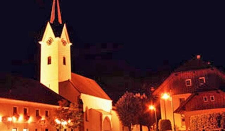 Pfarrkirche Gschwandt bei Nacht