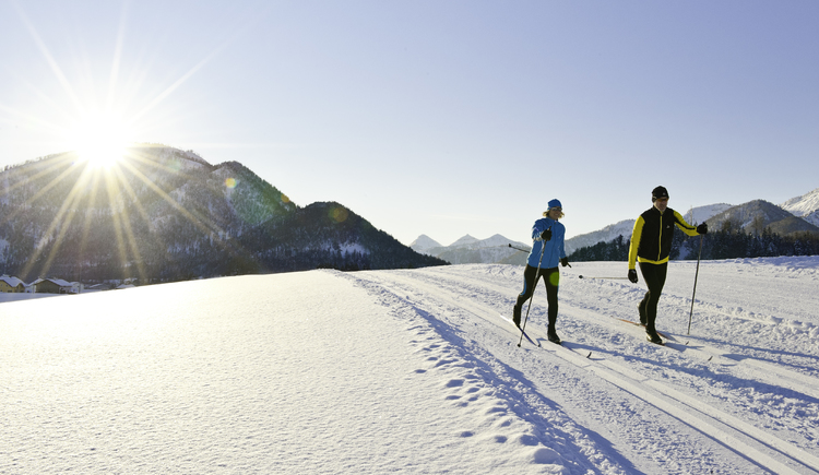 Cross country skiing on the village trail (© Fuschlsee Tourismus GmbH / Erber)