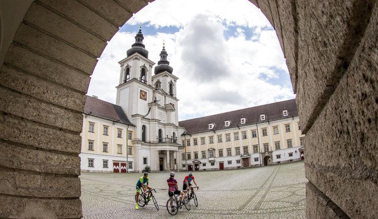 radfahrer-im-stift-kremsmünster (© Roadbike, Erwin Haiden)