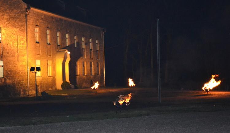 Sonnwendfeuer und Fackelzug in Obernberg