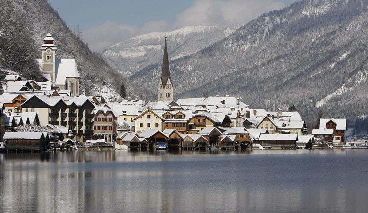 View of Hallstatt from the bathing island. (© Viorel Munteanu)